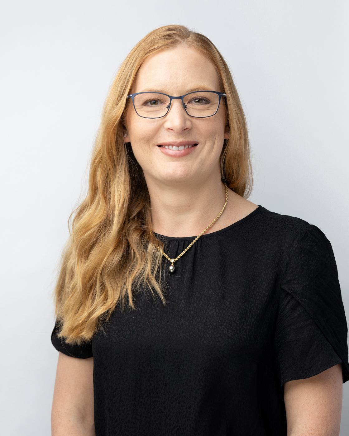 Dr. Elizabeth de Lautour